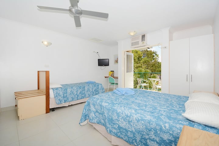 City Studio Apartment with Wifi and Pool