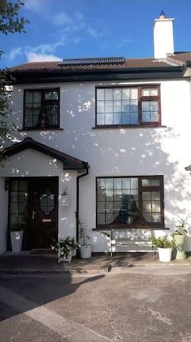 Luxury home in the heart of Douglas - Cork - Bed & Breakfast