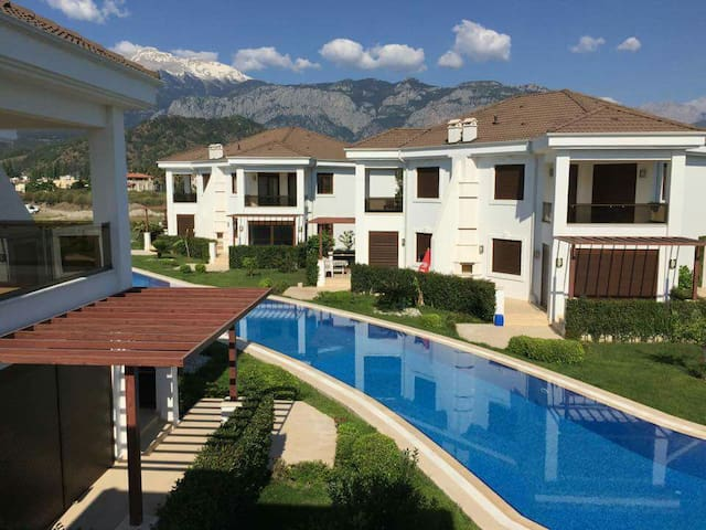Villa in compleks 400m from the sea - Kemer - Hus
