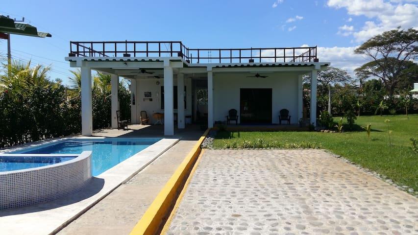 Bungalow with pool - Isla San Blas (EL SALVADOR) - La Libertad - Apartament