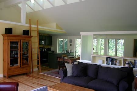 Unique & Beautiful Spacious Studio - near Okemo!