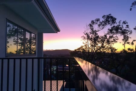 Modern Brisbane (top-floor, private bathroom) - Kelvin Grove - Leilighet