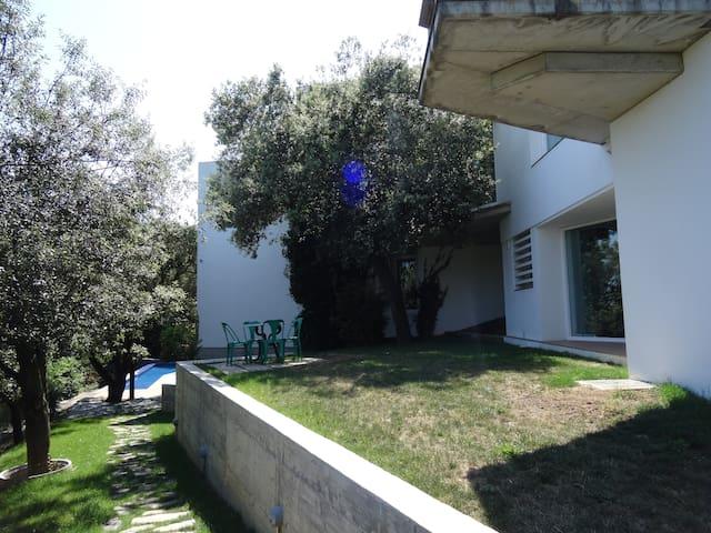 Casa en Girona, jardín y piscina - Girona - Condominium