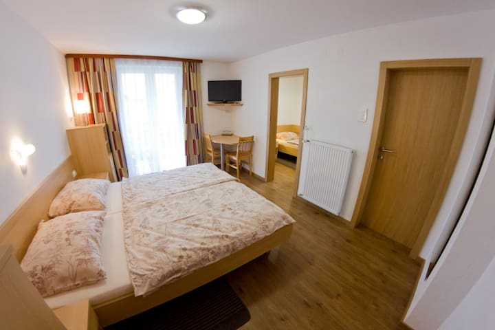 Rooms Drinovec - Private room for 3 - Naklo - Bed & Breakfast