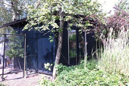 Garden house in the center - Amsterdam - Hütte