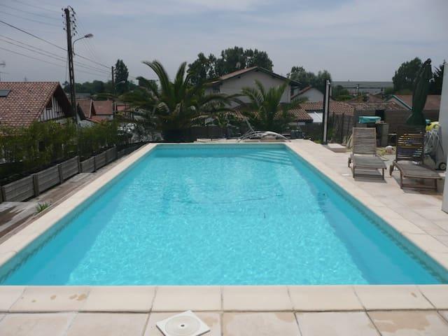 Studio Sympa, au calme avec piscine