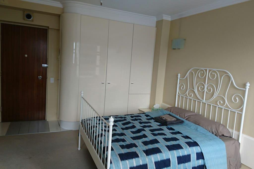 Double bed,Built-in Cupboard/Wardrobe etc