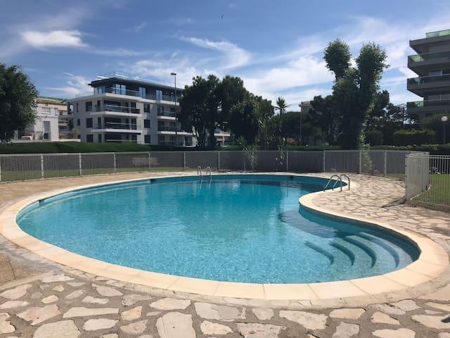 Studio avec piscine dans résidence au bord de mer
