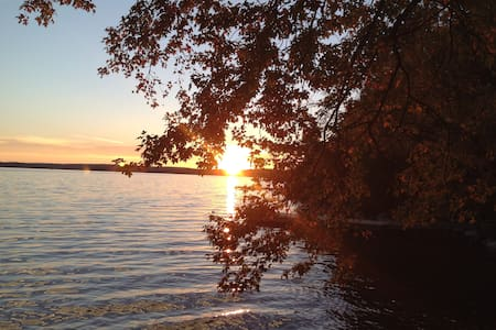 Peaceful Shoreline Lake Retreat - Athens