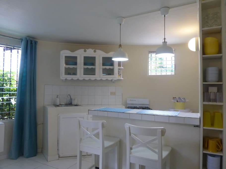 Full equipped Kitchenette with breakfast bar.