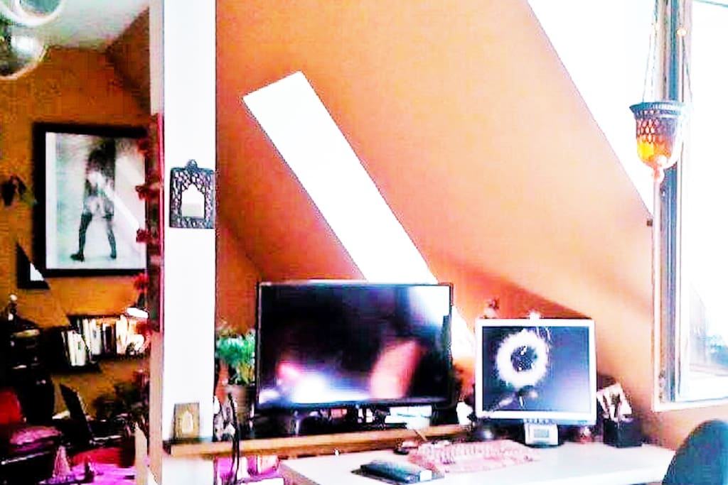 The desk with TV -DvD - PC - buro stuff like swisser, tape, pens. envelopes .. you have it all there :)