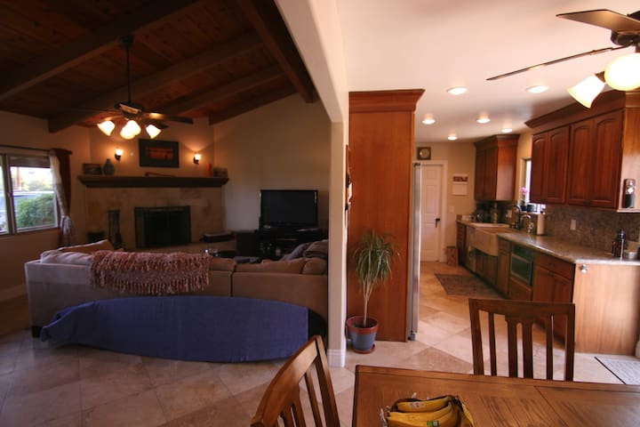 Spacious Encinitas Home, Half Mile to the Beach!