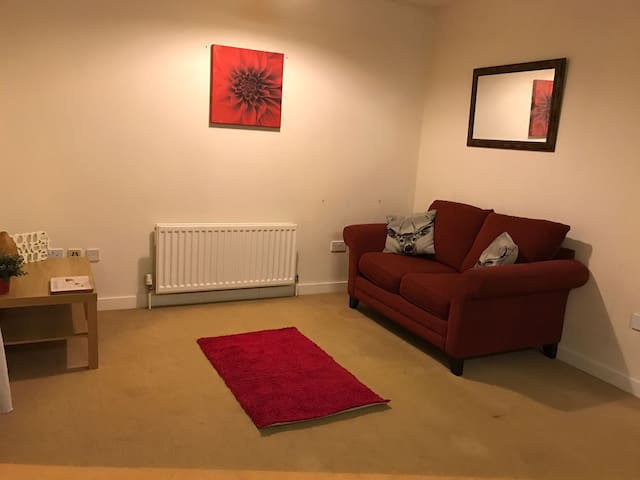 Modern one bed apartment easy access to London - Whyteleafe