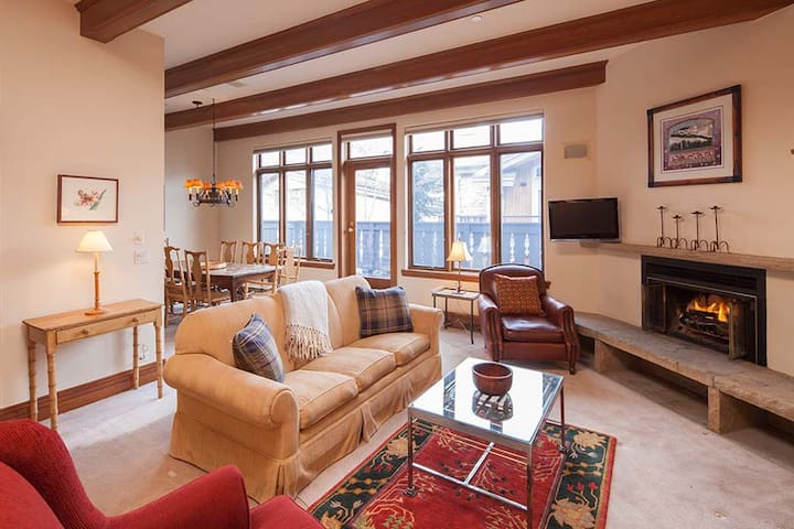 Plaza Lodge #4 Steps from Gondola One in Vail!