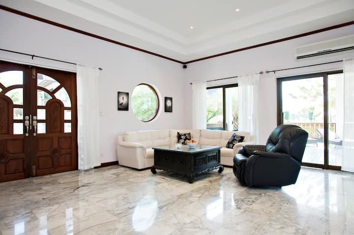 3 bedroom house close to beach