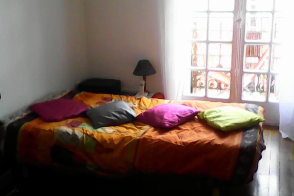 chambre de 17M²  ouverte sur balcon prive