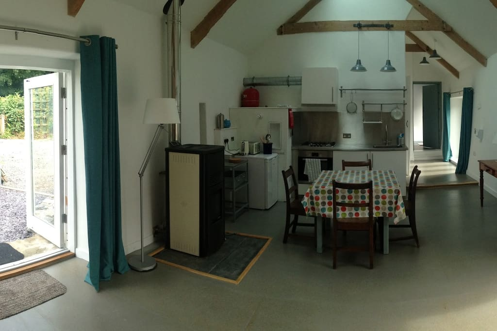 Panorama - kitchen and sitting area