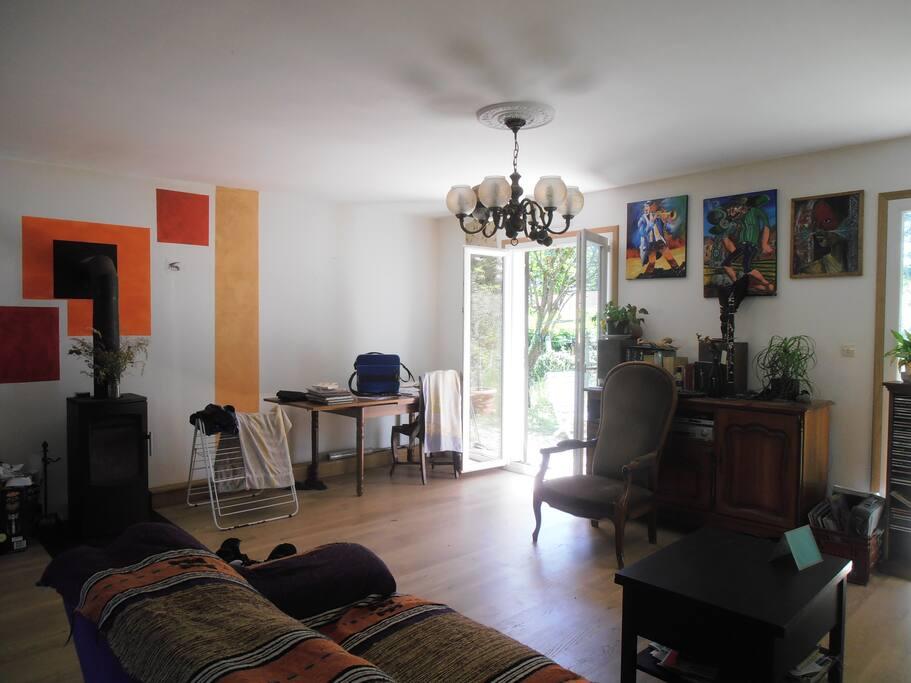maison tranquille c t de lyon lit b b houses for rent in brignais rh ne alpes france. Black Bedroom Furniture Sets. Home Design Ideas
