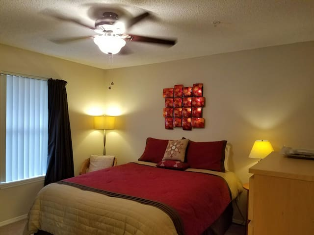 Private Room and Bathroom - Tallahassee - Apartamento