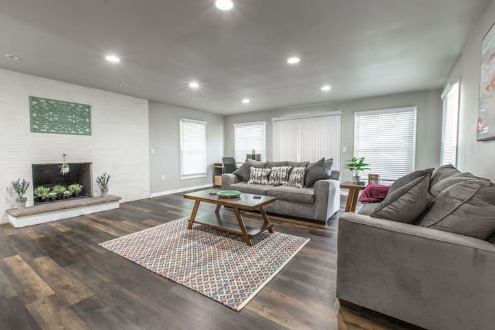 Stylish & modern home close to all things KC