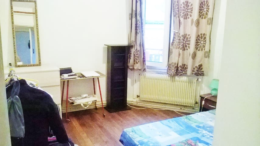 room in my flat FOR 1 MONTH AT LEAST