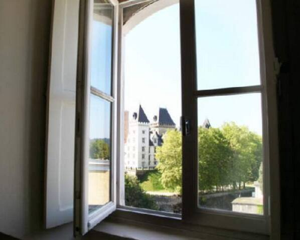 Last floor in front of the castle - Pau - Appartement
