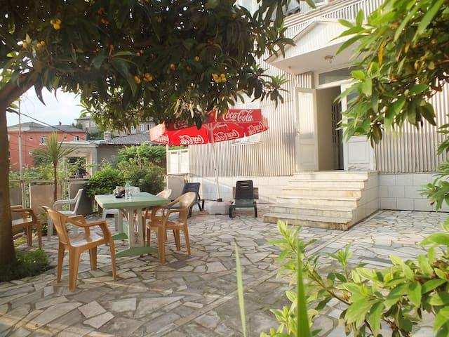 Guest House Lazuri