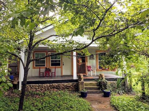 """""""Dream a little dream"""" at Dreama's House in Jasper"""