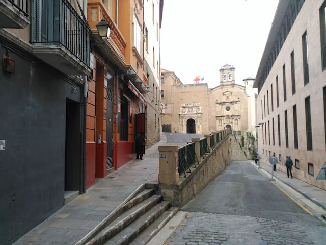 Awesome San Fermin balcony! - Pampeluna - Apartament