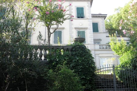 Beautiful 19th century Tuscan villa - Carrara - Byt