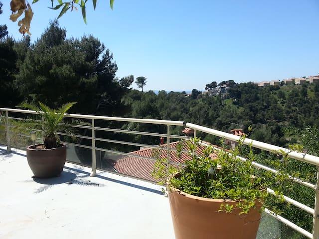 Beau studio meublé neuf au calme - Marsella