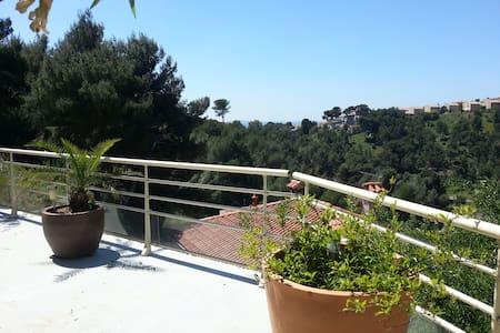 Beau studio meublé neuf au calme - Marseille - Huoneisto