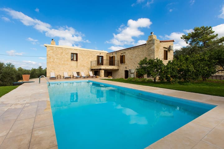 Spacious stonebuilt villa in a tranquil setting! - Vergiana