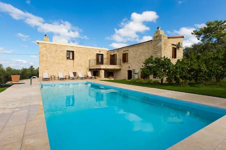 A 4 bedroom stonebuilt villa! - Vergiana