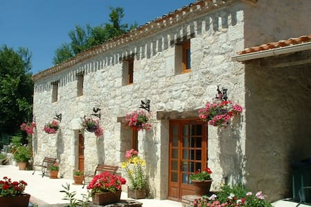 Faysselle Holiday Cottages GrandSol - Talo