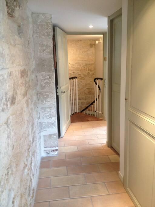 Couloir et accès colimasson pour accéder à l'entrée principale individuelle