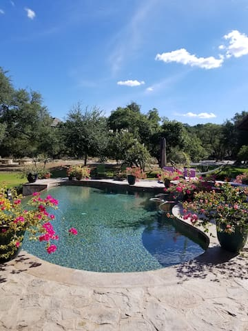 Hill Country GEM! Villa Toscana Guest Suite.