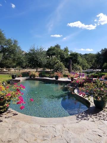 Hill Country GEM! Villa Toscana Guest Suite.