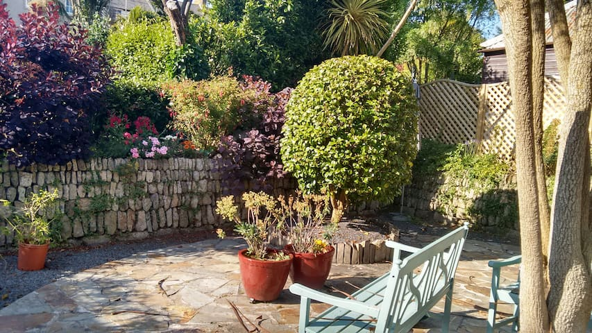 Sleeps 4, Family-friendly 18thC cottage by the sea