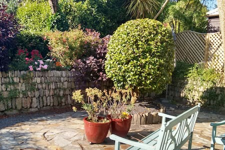Family-friendly central 18thC cottage near the sea - Penzance