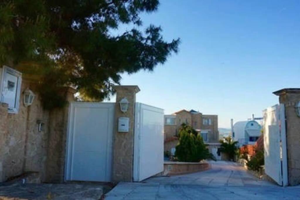Villa Janet, Main Gate & Garage Doors