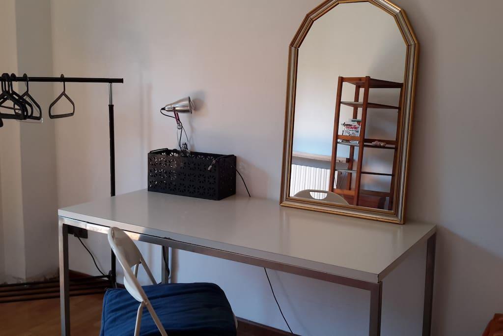 Table, mirror & wardrobe