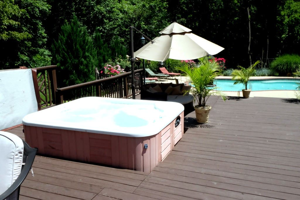 Backyard oasis has everything needed for enjoying the beautiful Mid-Atlantic weather!
