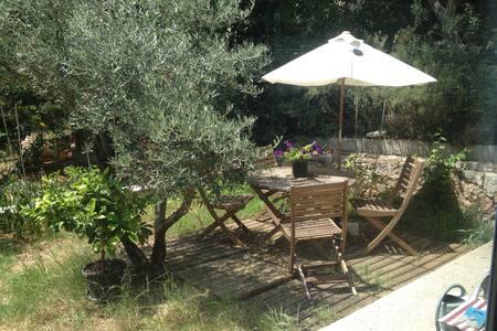 Loft/jardinet : location semaine
