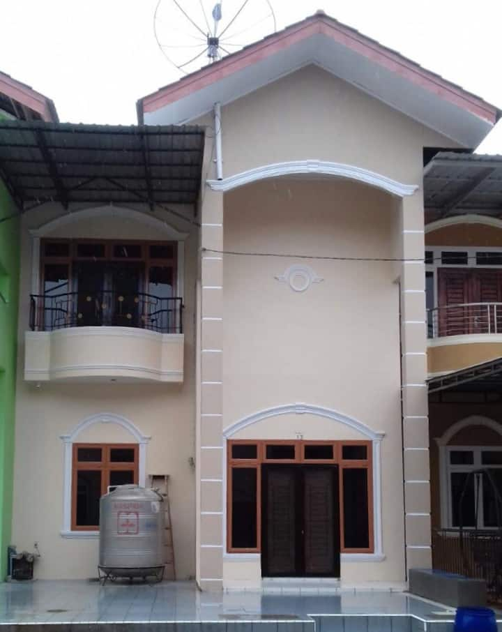 Villa di kota berastagi gunung mas