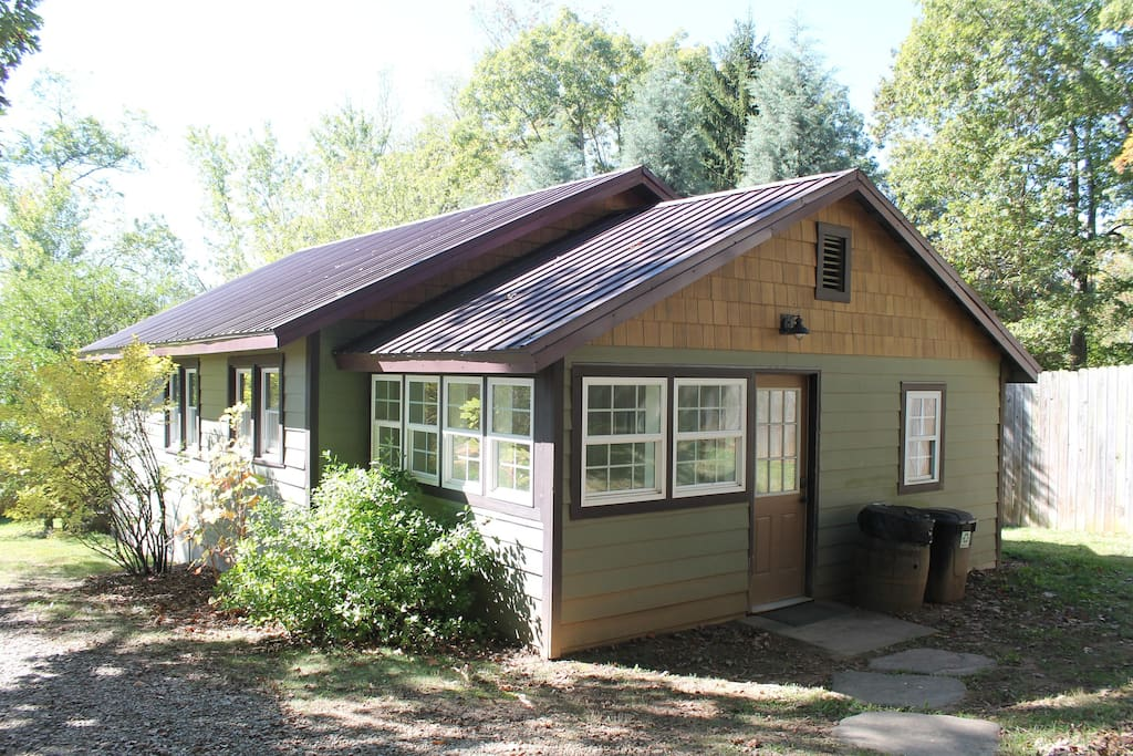 Parker Cottage - Bungalows for Rent in Candler, North
