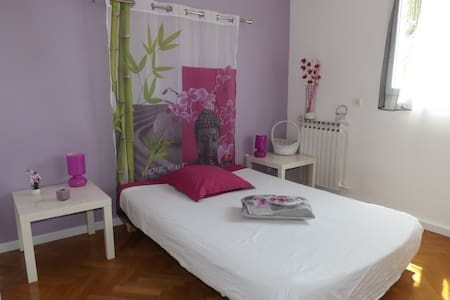 Chambre zen dans villa au calme - Simiane-Collongue - Bed & Breakfast
