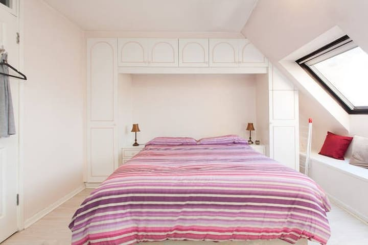 Spacious double bed with ensuite - London - Bed & Breakfast