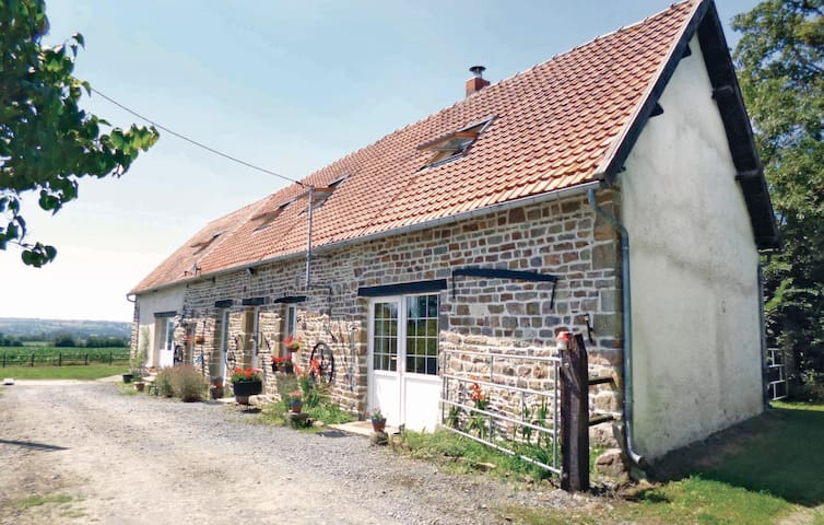 Holiday cottage with 6 bedrooms on 280 m² in Tessy sur Vire