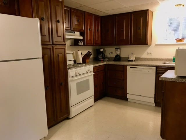 Full Kitchen - stove, dishwasher, microwave